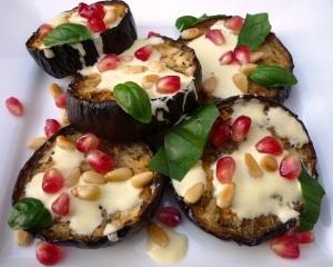 aubergine met saffraanyoghurt granaatappel pijnboompit en basilicum Ottolenghi Kerst voorgerecht zwangerproof