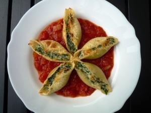 Gevulde pastaschelpen met ricotta en spinazie