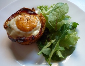 Ontbijtmuffins met bacon, egg & toast
