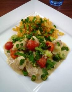 Romige viscurry. Eenvoudig en lekker Indiaas gerecht met rijst.