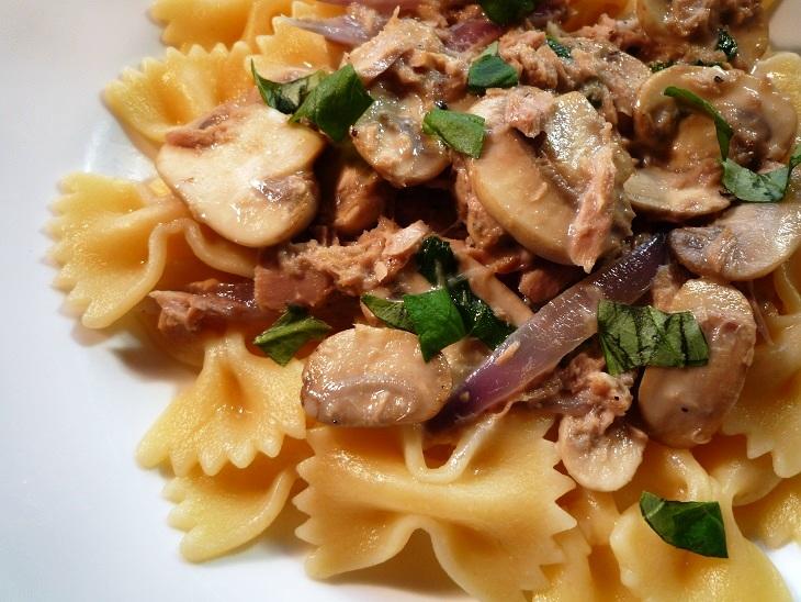 Pasta met tonijn en champignons