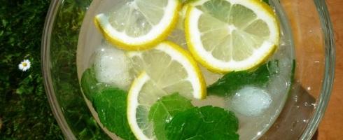 IJswater met citroen en munt