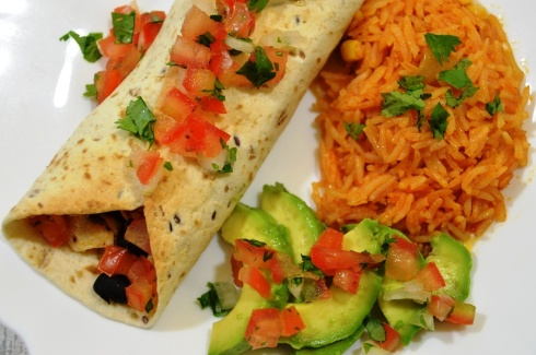 Burrito's met kip, bonen en salsa